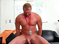 Прямые люди питье мочу гей Первый день на работу