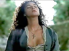 Haydut 1990 - Monica Bellucci canlandırıyor ve Under giyinmek