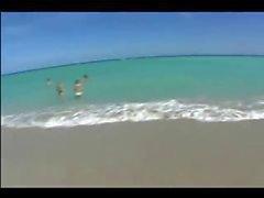 Sexig spanska tjej klädd liten bikini