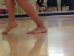 Ennakkoluuloton Amerikan intiaaninaisia jalkojen