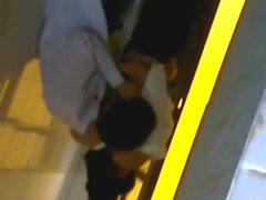 Clip nữ sinh l&yacute_ nh&acirc_n t&ocirc_ng cùng bạn trai trong nhà WC