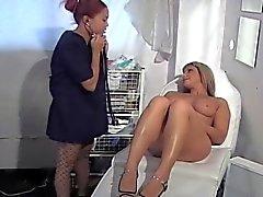 Busty babe kapacitetsförbättring en stygg sjuksköterska ... usb