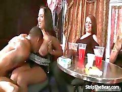 Male strippers afortunadas llegar de una mamada