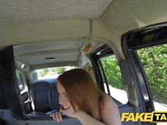En brunett hora blir missbrukas av en taxichaufför eftersom hon inte har pengar att betala för det