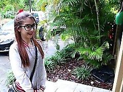 MyBabySittersClub - zierliches Babysitter von ihrem Chef gefickt
