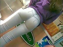 Vervollkommnen Sie Arsch in Jeans