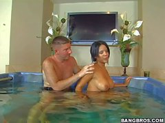 Busty Latina Elena Heiress gives it to a lucky dude