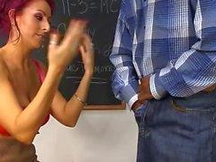 Rousse Extreme rides cock noire, puis obtient jizzed visage dans la classe