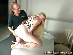 Busty blondi MILF sormitus hänen pillua Part5
