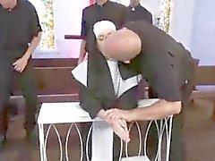 Katholieke Gangbanged van geestelijken