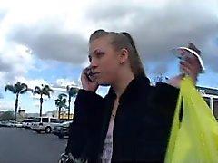 Bandage konfrontiert Schlampe Teenie Lea Buttfucked Brillenkamera