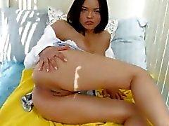 Buceta linda morena se masturbando