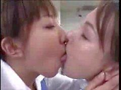 deep kissing