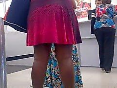 Nega de vestido e calcinha socada na fila do Banco