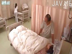 Krankenpflegepersonal Mädchen vergöttert Geschlecht mit Patienten