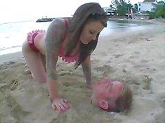 Femdom rannalla