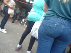 loira rabuda jeans parada