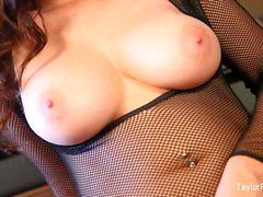 Super hot Taylor Vixen toys her tight pussy