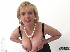 Infedeltà del Regno Unito Mature sonia donna mostra le sue grandi sule