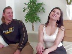 Marito condivide la moglie con Stranger