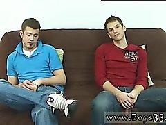 Красной возглавляемая зависшие геи твинков Оба людям без одежды выкл и сел