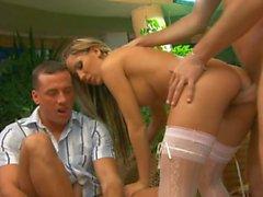 NI 3-5 - Grupo sexual de una chica rubia en medias
