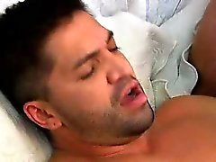Ryan a de Russell de prendre une sexe dur en de son le cul serré