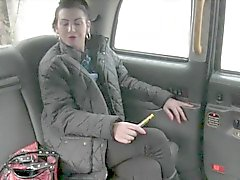 Busty amatör sarışın fahişesin arka koltuğa çivilenmiş alır