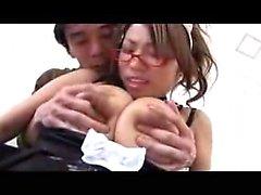 Nautinnollinen japanilaisten muru on kiimaiset pojan caressing hänen valtava