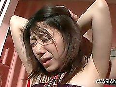 Schoolgirl asian è legato Sulla Presidenza In Un tipo che aiuta a suo sperma