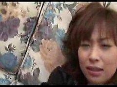 Sexy del snella La ragazza asiatica trapani sua figa pelosa con la sua preferita
