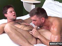 Big dick gay oralsex och cumshot