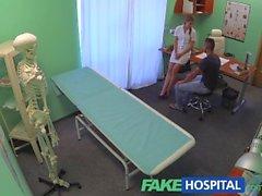 FakeHospital Cheated boyfriend halutaan testeissä mutta saa kostoa seksikkäitä hoitajalle
