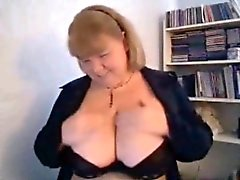 Mother Carla brandishing big breasts on cam