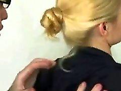 Seksikäs blonde poistettu ja näytti