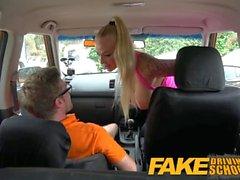 Поддельный автошколе Большие сиськи милашка трахает ее инструктор, чтобы пройти ее испытание