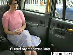 Dei clienti di dilettanti hairy pussy Seduta si sfondamento dal driver di la frode