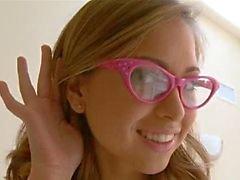 Squirting skolflicka glasögon knullas hårt