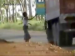 Dolda cam videofilmer av lastbilschaufförer har kul med motorvägen callgirls