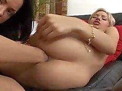 Denna heta Fairhair älskar brutal anal fist