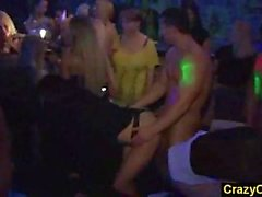 Orgia per della porta accanto amatoriale ragazze nel nightclub