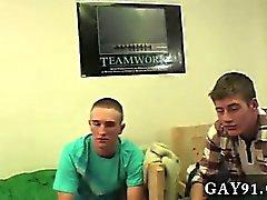 Vidéo Twink arrive vous devez vous aller à fond et tout mettre