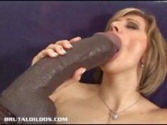Vanessa Feeds ihrer Pussy und Arschloch Riesendildos