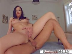 Allinternal hottie licks a dick clean after creampie play