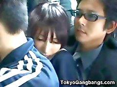 Naive Schoolgirl i Tokyo Bus !
