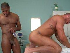 Muscle Papà Si riferisce U 2 il suo medico, il dottor Big Black Dick!
