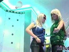 Hardcore Sexparty mit frechen Bimbos