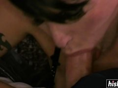 Brunette babe gets her pussy drilled