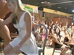 strippers masculinos Sexy reciben los pájaros carpinteros lujuriosos usuarios lamían