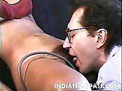 Schöne indischen Mädchen Claudia Nyce hat ein süßes Gesicht und eine grosse